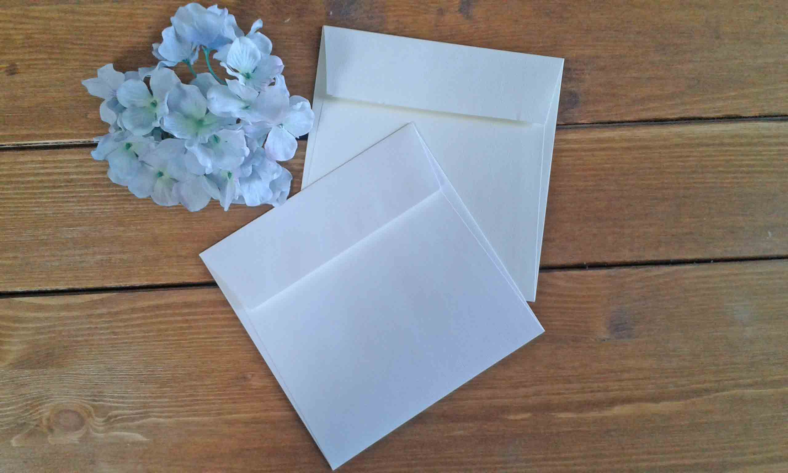 Busta partecipazione quadrata Acquerello bianca e avorio 17 x 17 cm