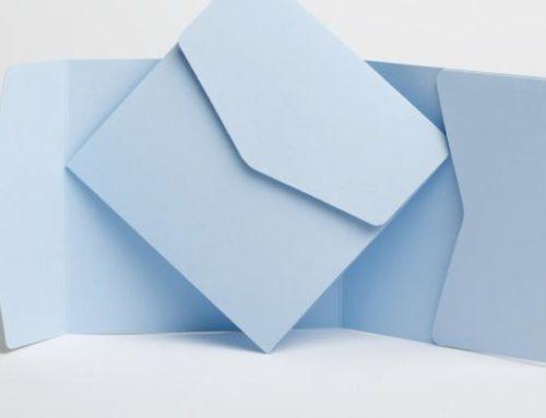Accessori per le partecipazioni di matrimonio: le buste pocketfold