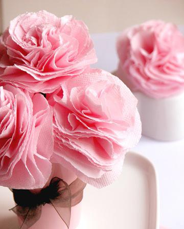 centrotavola di matrimonio con fiori di carta