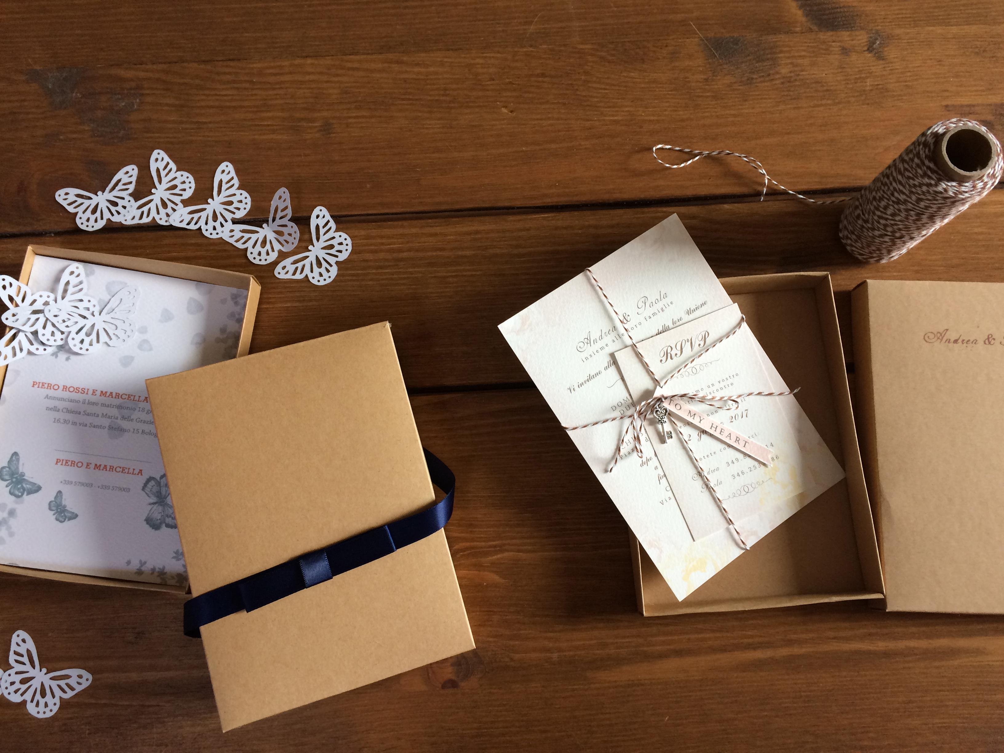 partecipazioni nozze in scatola stile farfalle e stile chiave