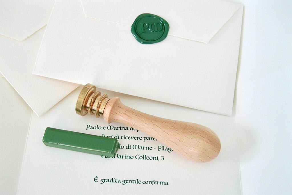 Partecipazioni di nozze con ceralacca con ceralacca verde