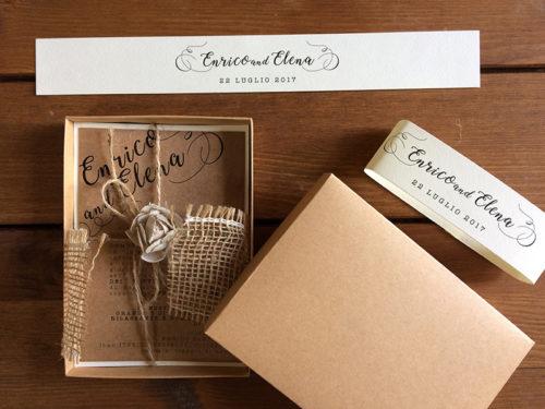 Partecipazione di nozze in scatola modello e iuta