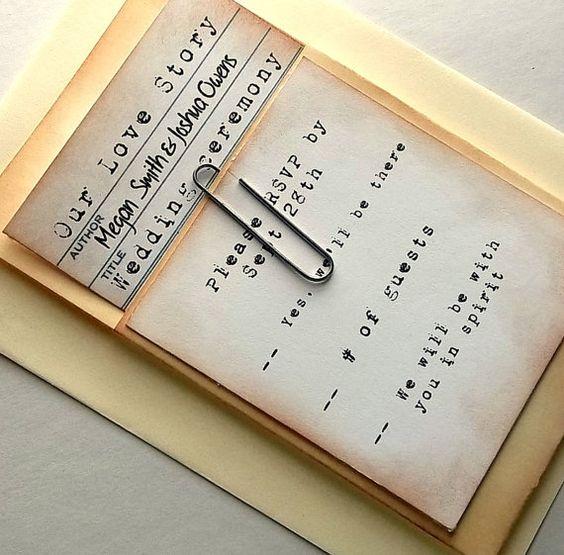 Tessera della biblioteca con graffetta e tasca, inviti